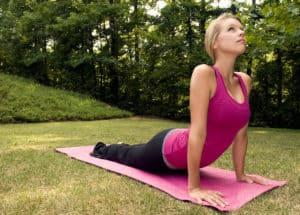girl doing hip flexor stretches