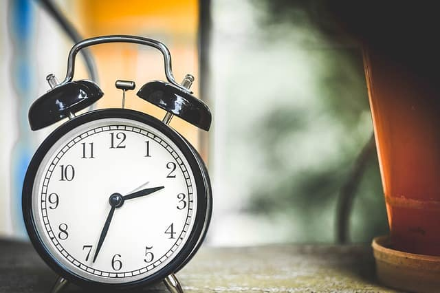 alarm clock on dest